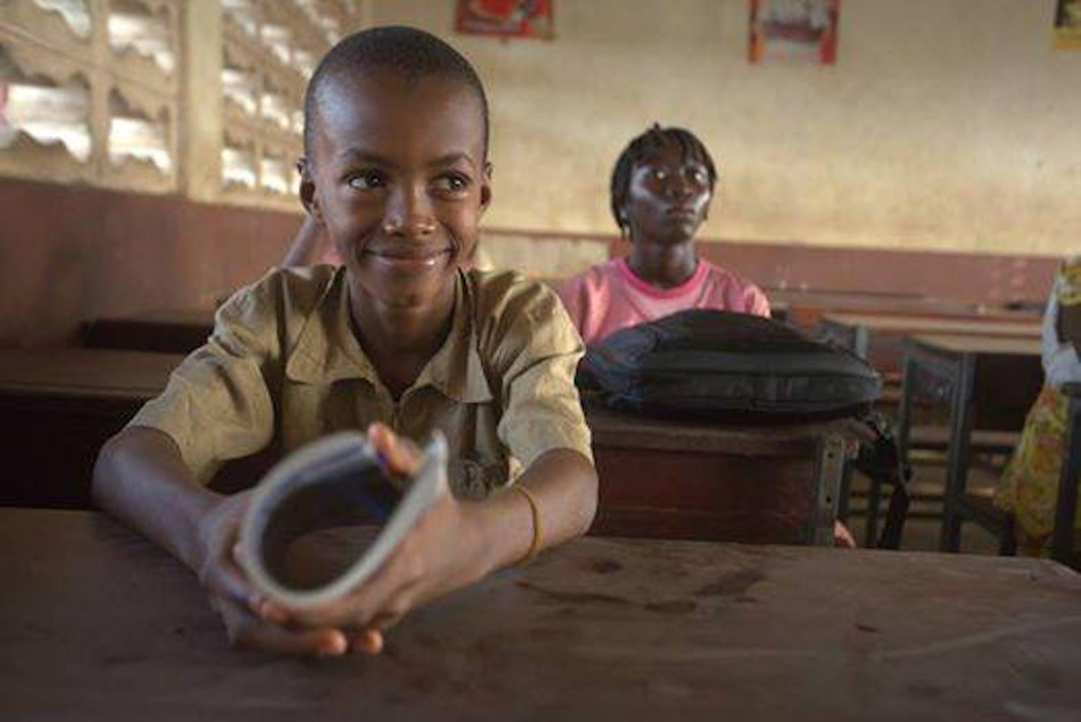 Un'immagine di un'aula scolastica in Guinea. Nel paese africano le scuole hanno riaperto il 19 gennaio 2015, dopo mesi di chiusura per prevenire contagi di Ebola - ©UNICEF Guinea