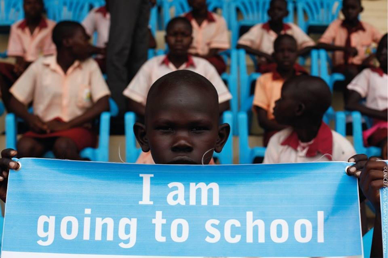 A scuola o in spazi informali, la possibilità di tornare a studiare è preziosa per tutti i 400.000 bambini del Sud Sudan coinvolti dalla campagna