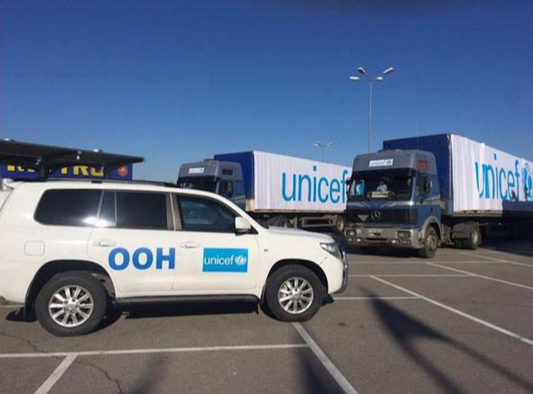 Alcuni mezzi UNICEF del convoglio delle Nazioni Unite che ha portato aiuti umanitari a Donetsk, nell'est dell'Ucraina - ©UNICEF Ucraina/2015