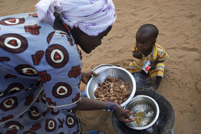 Al Matar, 13 mesi, è appena stato dimesso dall'ospedale di Gao (Mali) dove è stato curato da una grave forma di malnutrizione - ©UNICEF/NYHQ2014-0601/Phelps