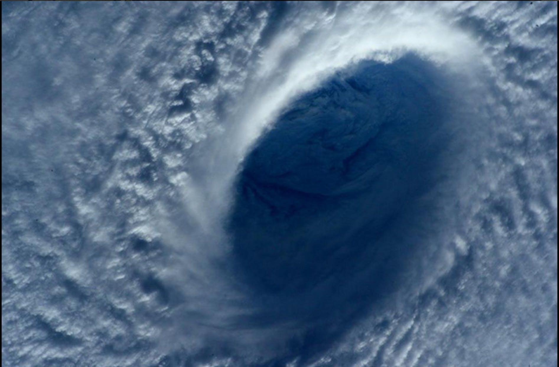 Un'immagine del tifone Maysak ripresa dall'astronauta italiana Samantha Cristoforetti a bordo della Stazione Spaziale Internazionale - ©ESA