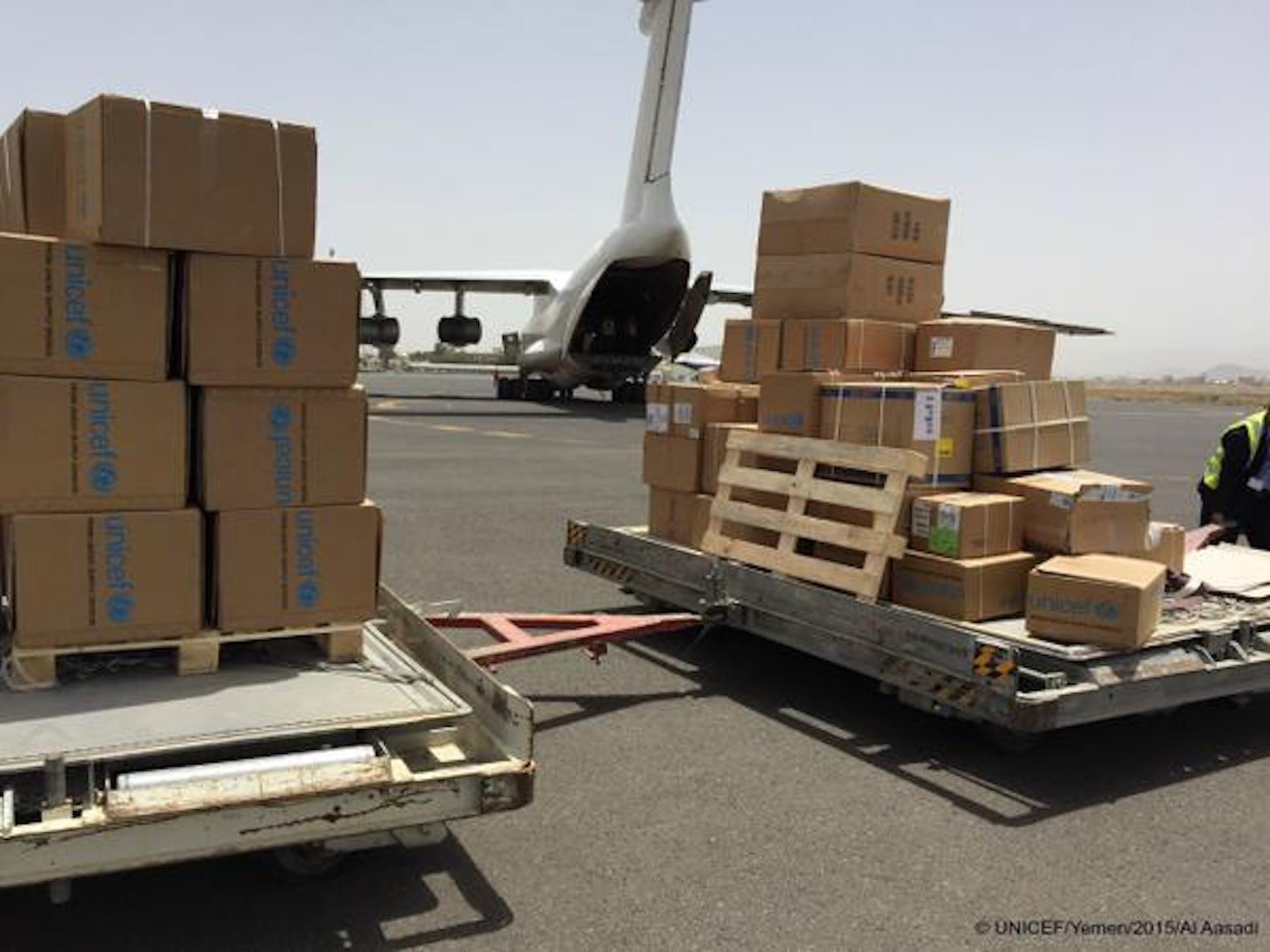 Il volo umanitario dell'UNICEF atterrato all'aeroporto di Sana'a, capitale dello Yemen - ©UNICEF Yemen/2015/Al Assadi