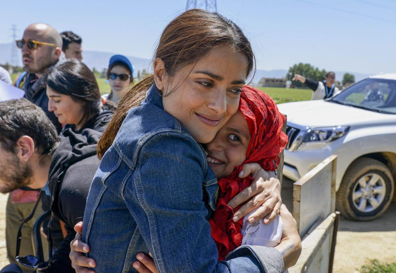 L'attrice messicana Salma Hayek in un momento della sua missione fra i rifugiati siriani in Libano - ©UNICEF/2015/Sebastian Rich