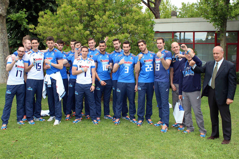 L'allenatore Mauro Berruti e i giocatori della Nazionale italiana maschile di pallavolo sono stati testimonial della campagna UNICEF