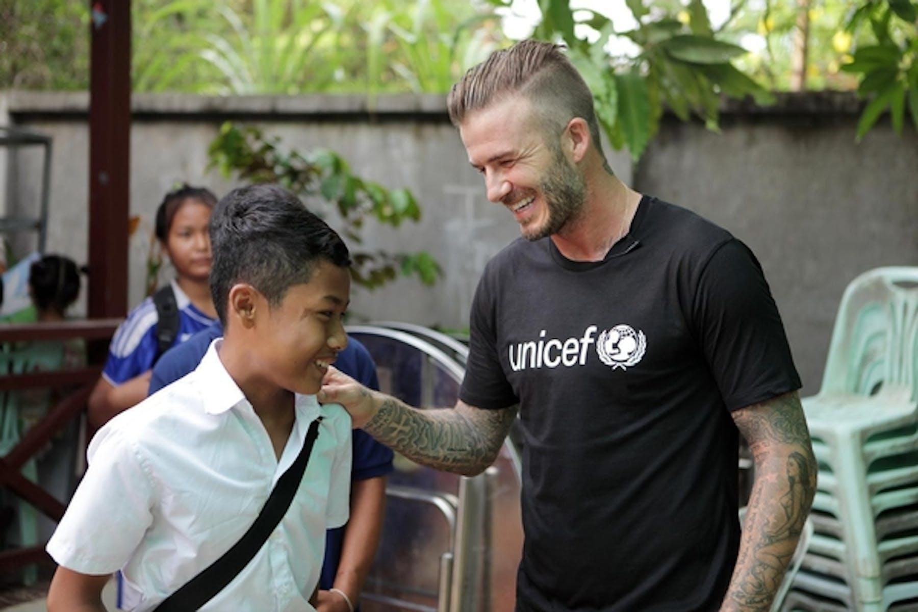 David Beckham incontra i bambini del centro per vittime di violenza di Siem Reap, in Cambogia, nel corso della sua missione con l'UNICEF - ©UNICEF UKLA/2015-0050/Irby