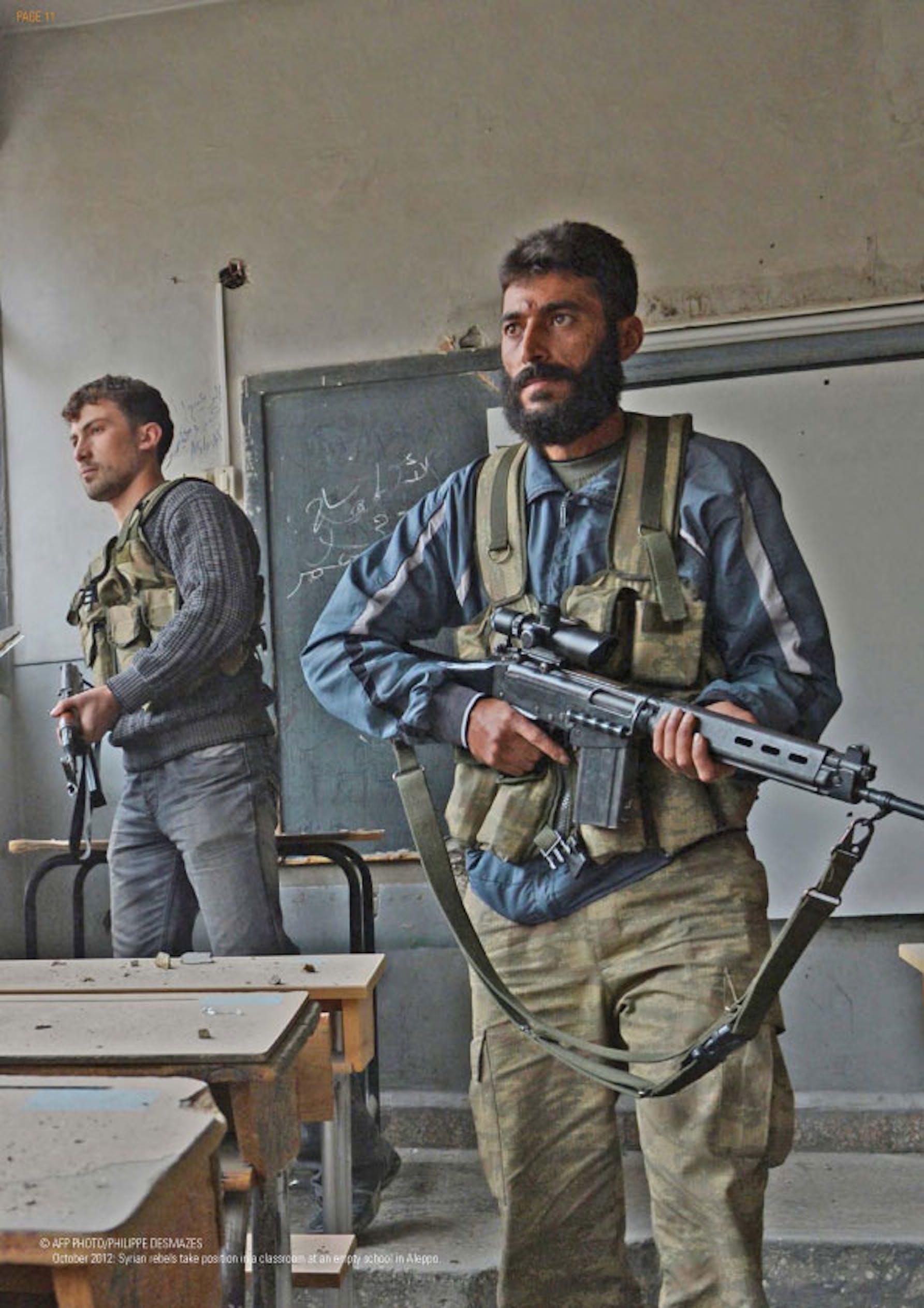 Ribelli prendono posizione in una scuola di Aleppo (Siria) - ©AFP/2012/Philippe Desmazes