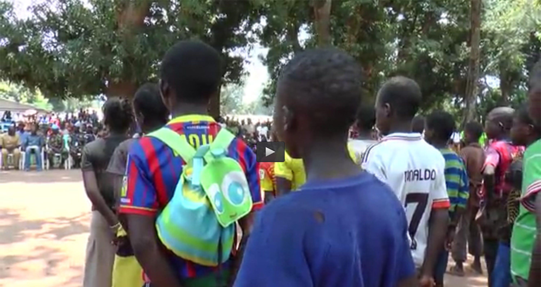 Un'immagine della cerimonia di rilascio dei 163 minori in armi a Batangafo, nella Repubblica Centrafricana - ©UNICEF Video