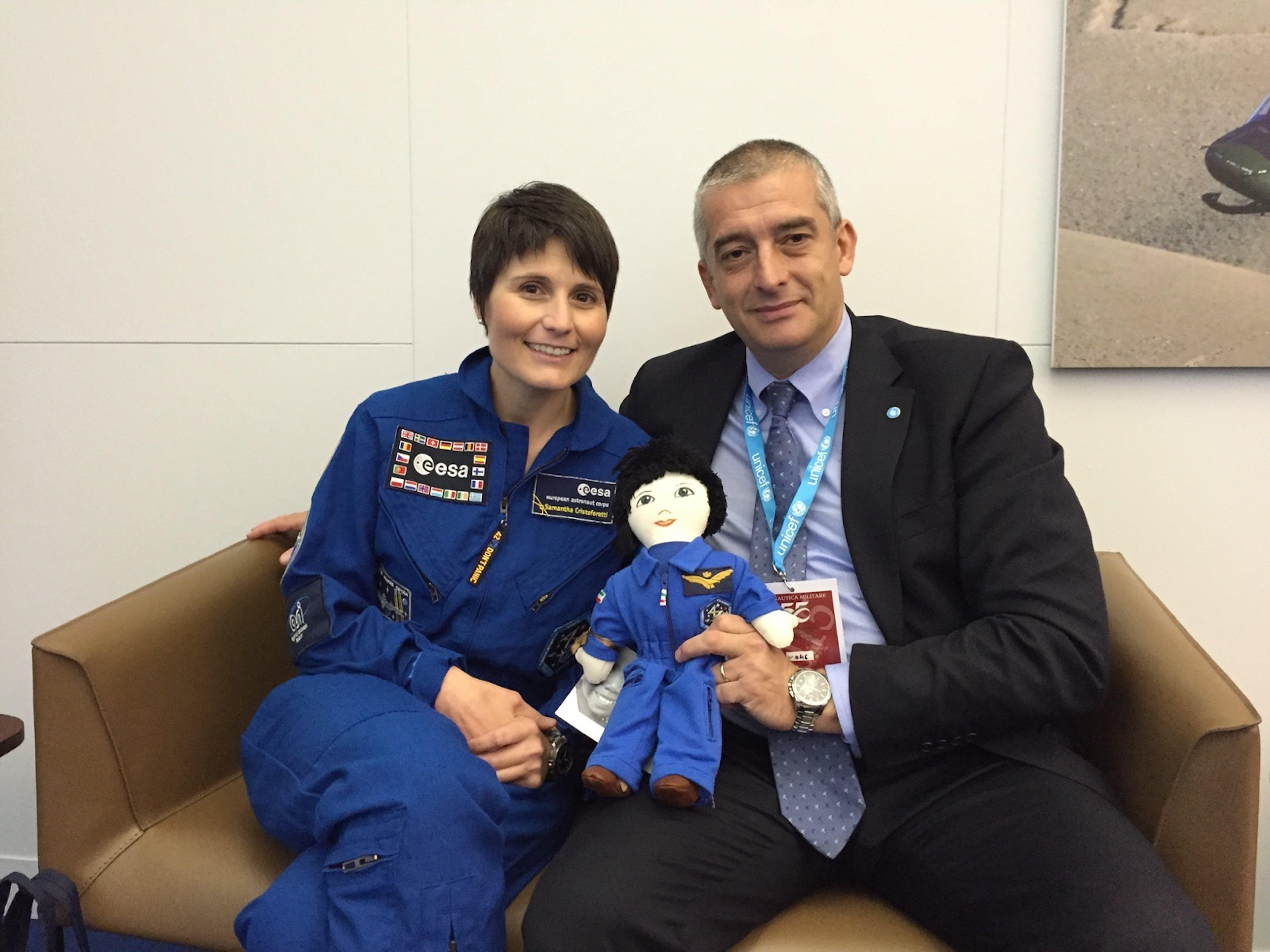 L'astronauta dell'ESA Samantha Cristoforetti e Paolo Rozera, direttore generale dell'UNICEF Itallia - ©UNICEF Italia/2015