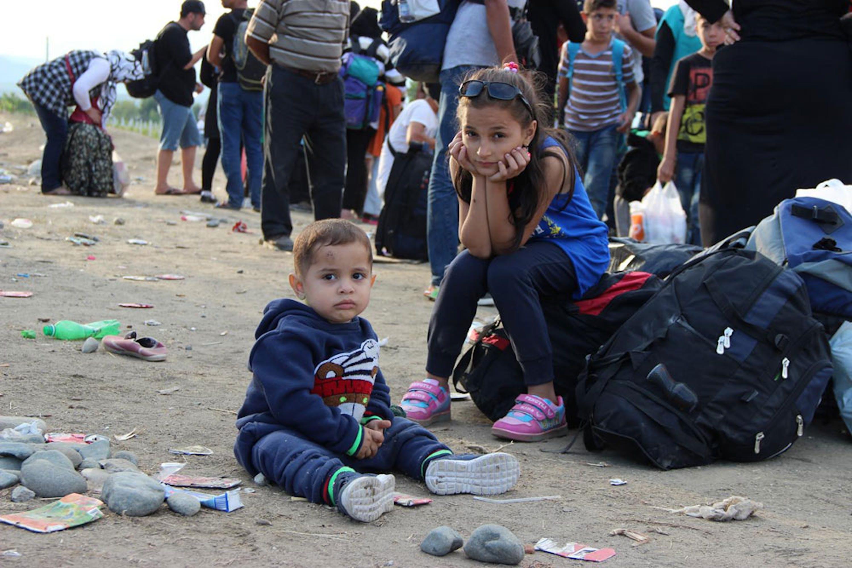 Rimsa (12 anni) e Ibrahim (18 mesi) sono fuggiti con i genitori e altri due fratellini da Tartus (Siria). La foto è stata scattata il 10 settembre 2015 a Gevgelija, nella repubblica ex-jugoslava di Macedonia - ©UNICEF/NYHQ2015-2161/C.Tidey
