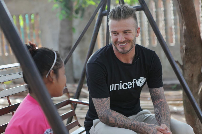 Nel corso della sua missione in Cambogia David Beckham ha visitato il centro di riabilitazione per vittime di violenza di Siem Reap - ©UNICEF UKLA/2015-0055/Irby