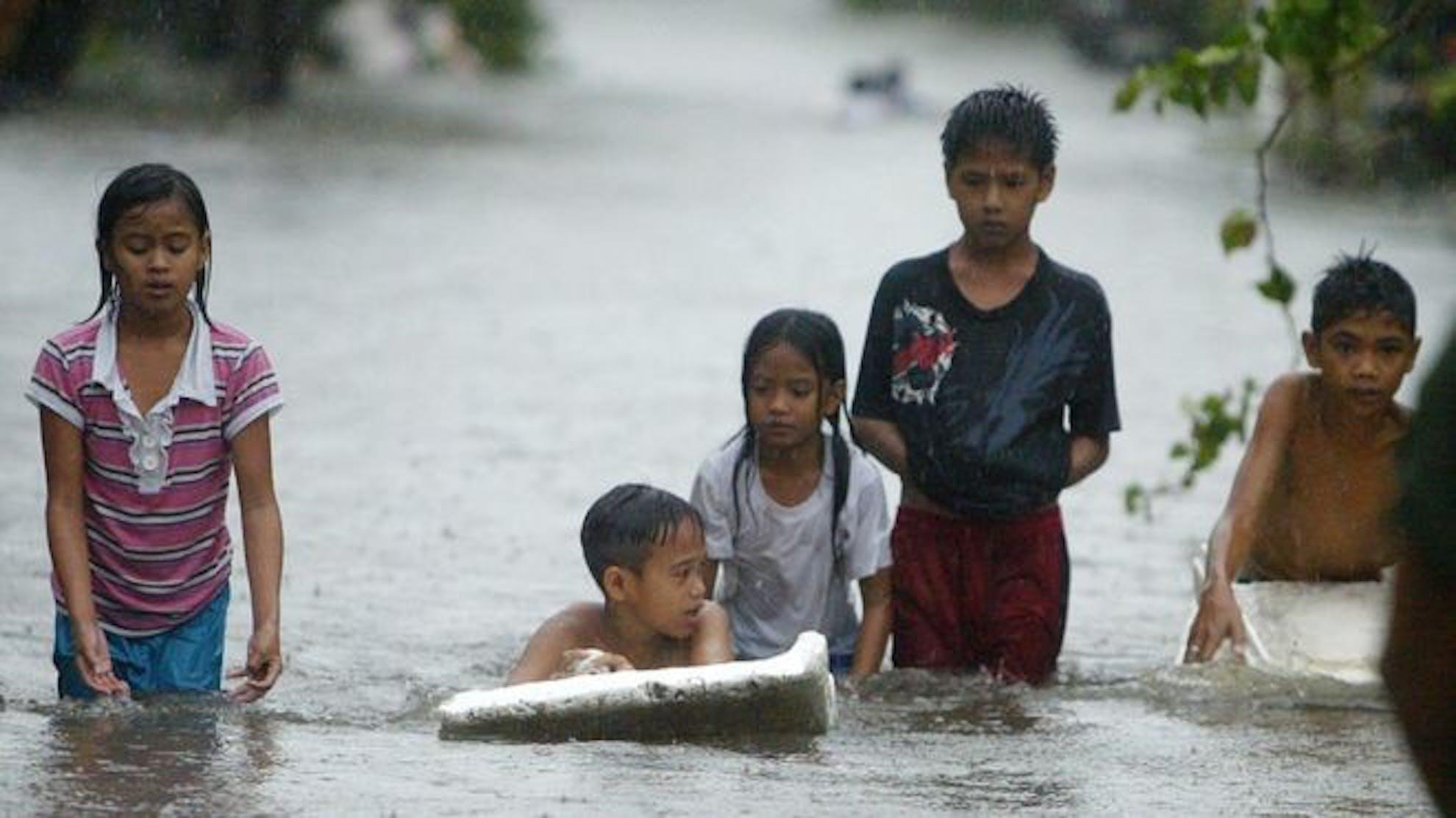 Un'immagine degli allagamenti provocati dal tifone Koppu nel nord delle Filippine - ©BBC