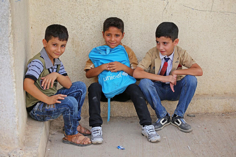 Bambini sfollati da altre zone dell'Iraq, fotografati nella scuola