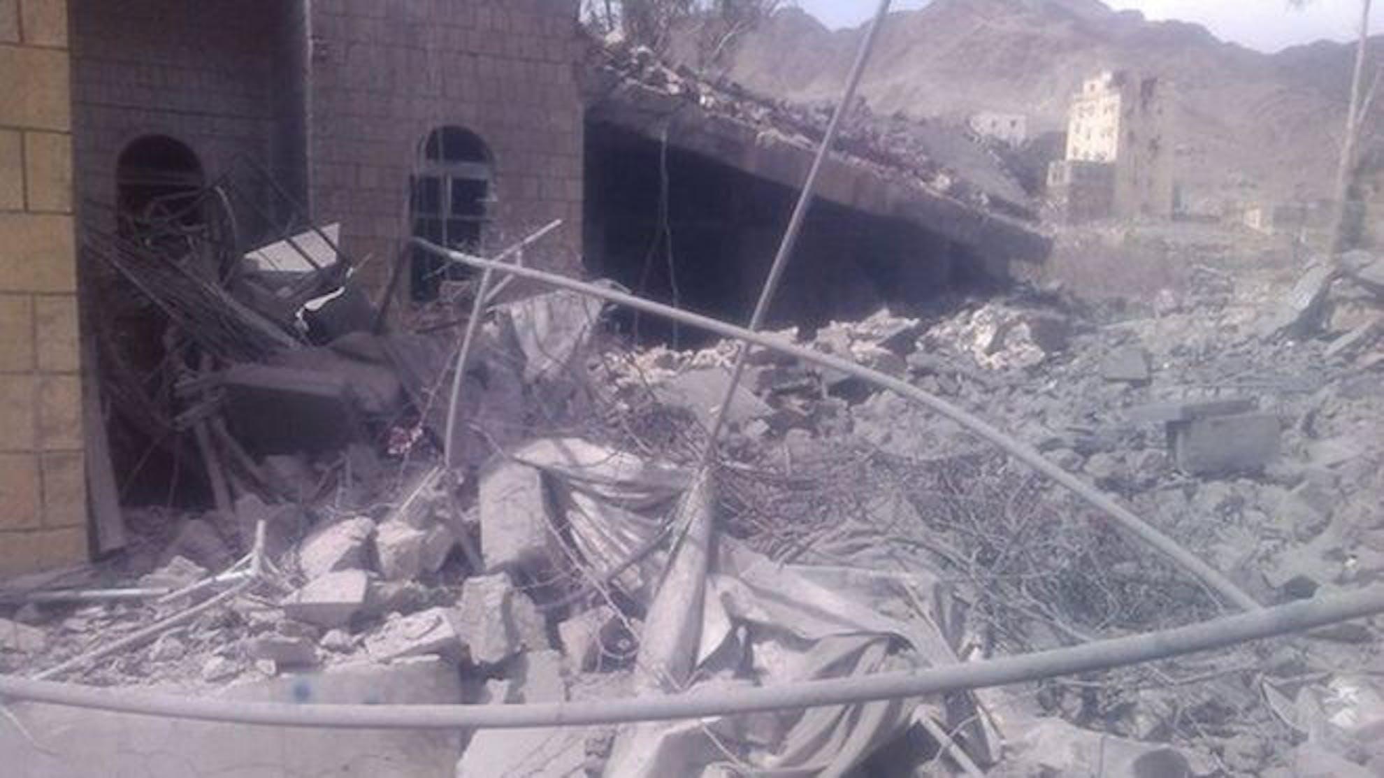 Un'immagine dell'ospedale distrutto ieri a Saada, nello Yemen. Sono 39 le strutture sanitarie colpite in 7 mesi di conflitto - ©MSF