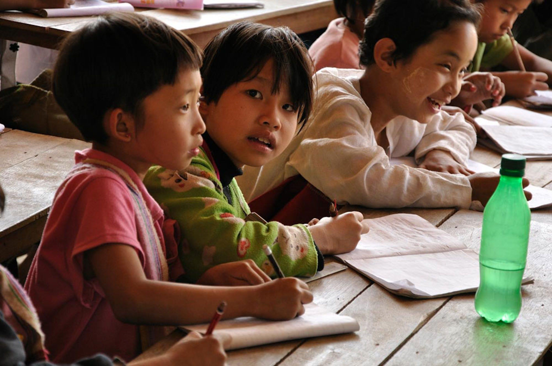 ©UNICEF Myanmar/2012-0006/Hlaing Moe