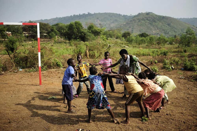 Un momento di gioco nel centro per sfollati allestito all'interno del Boy Rabe Monastery di Bangui (Rep. Centrafricana), sostenuto dall'UNICEF - ©UNICEF/NYHQ2014-0328/Grarup