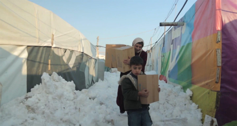 Aiuti UNICEF per l'inverno in corso di distribuzione  nei campi che ospitano sfollati e rifugiati siriani - ©UNICEF Middle East and North Africa/2015