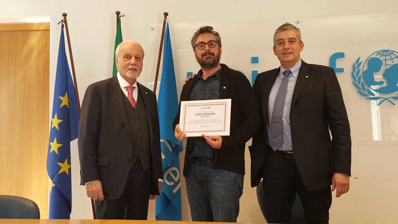 Dario Brunori con il presidente dell'UNICEF Italia Giacomo Guerrera (sin.) e il Direttore generale dell'UNICEF Italia Paolo Rozera (destra) - ©UNICEF Italia/2016/Chiara Ricci