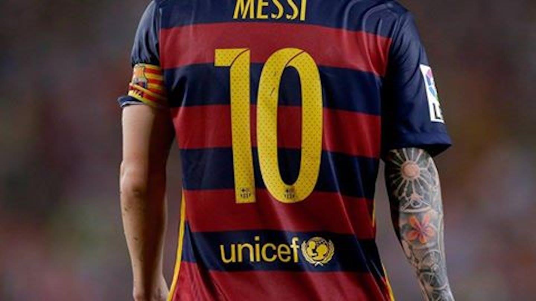 La maglia del Barcellona FC indossata dal Pallone d'Oro Leo Messi. Anche per i prossimi 4 anni il logo UNICEF sarà ospitato gratuitamente sulle casacche dei