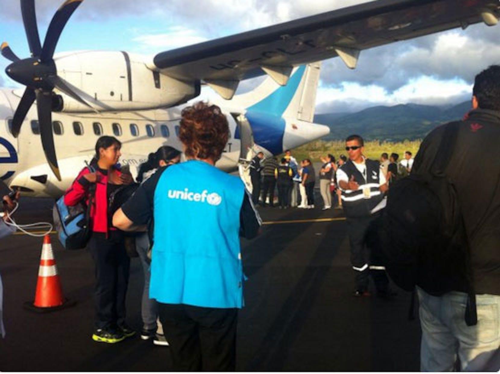 Operatori UNICEF in una delle località colpite dal sisma - ©UNICEF Ecuador/2016