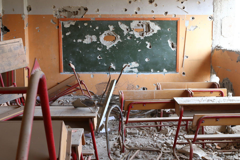 Un'aula devastata dai combattimenti a Hujjaira, un sobborgo rurale di Damasco. In Siria, un quarto delle scuole è stato distrutto, lesionato o occupato nel corso della guerra - ©UNICEF/UN018882/Abdulaziz