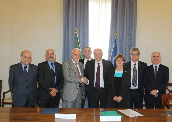 I rappresentanti dell'UNICEF e del Ministero dell'Interno dopo la firma al Viminale del Protocollo di intesa tra UNICEF e Governo italiano sui minori migranti e rifugiati in Italia