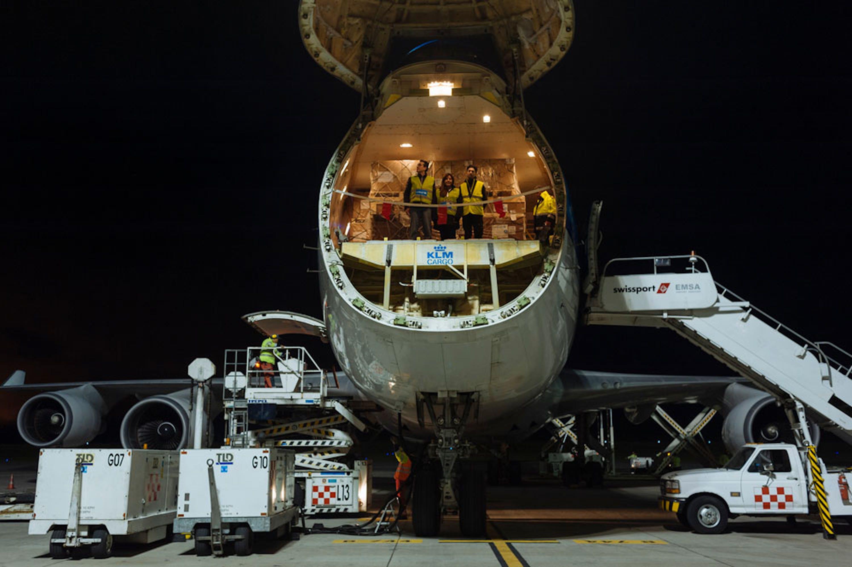Il cargo atterrato nella notte tra il 22 e il 23 aprile 2016 all'aeroporto di Quito (Ecuador) con 86 tonnellate di aiuti umanitari - ©UNICEF/UN017439/Reinoso