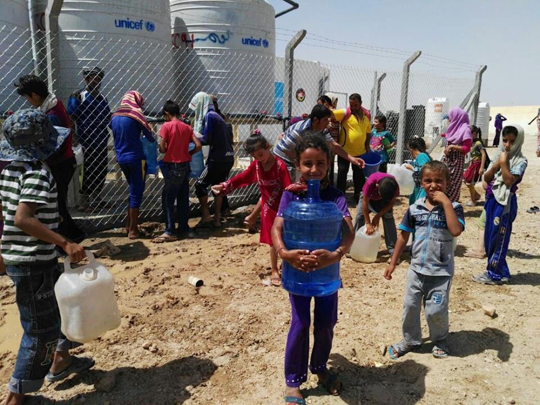 Sono 18.000 i bambini nel campo per sfollati di Amiriyat al-Falluja (Iraq), dove l'UNICEF fornisce acqua potabile e per igiene personale alle famiglie - ©UNICEF Iraq/2016