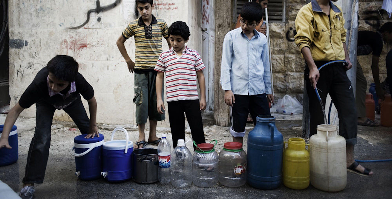 Ad Aleppo centinaia di migliaia di civili dipendono dalla distribuzione di acqua da parte delle autocisterne dell'UNICEF
