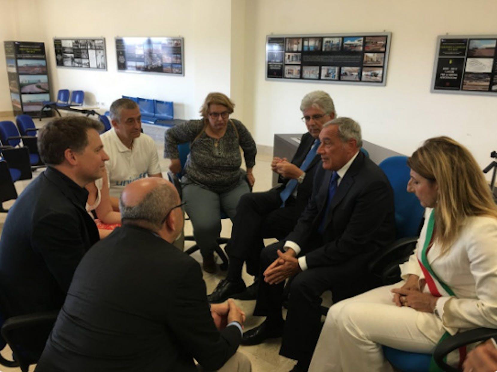 Il presidente del Senato Pietro Grasso durante l'incontro a Lampedusa con la delegazione UNICEF - ©UNICEF Italia/2016