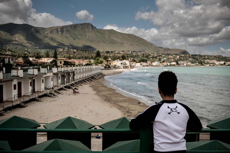 Uno degli oltre 20.000 minorenni migranti giunti in Italia da soli nel corso di quest'anno. Immagine scattata a Trabia (PA) - ©UNICEF/UN019996/Gilbertson