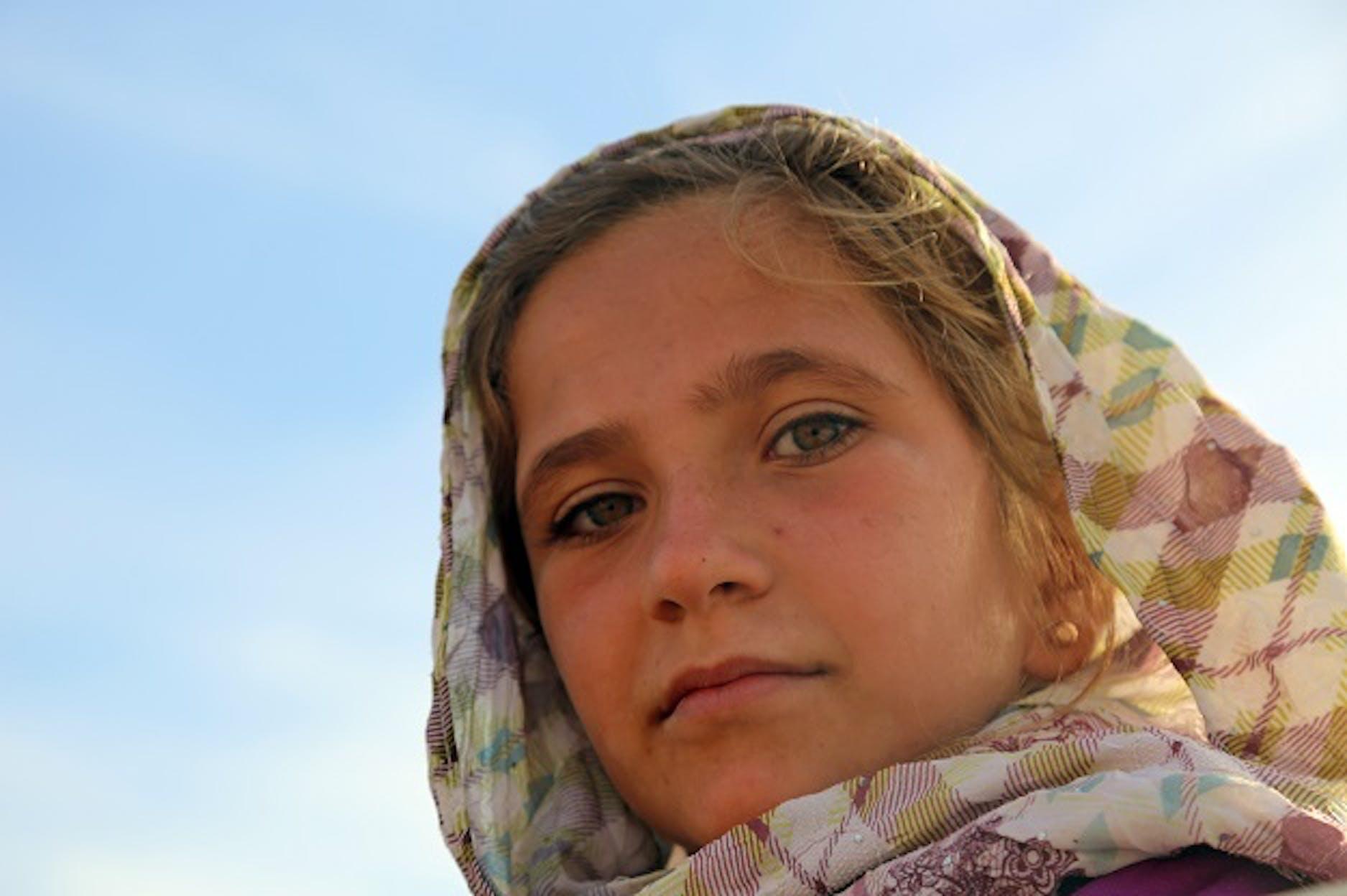 Una bambina fuggita con la sua famiglia da un villaggio nei dintorni di Raqqa (Siria) - ©UNICEF/UN039564/Soulaiman