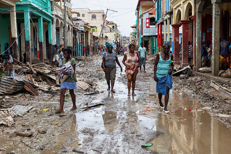 Strade allagate e case distrutte dall'uragano Matthew a Jeremie (Haiti) - ©UNICEF/UN034849/Abassi