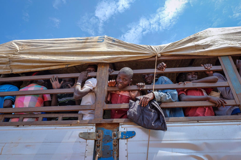 Un camion di rifugiati sud-sudanesi al confine con l'Uganda - ©UNICEF/UN056944/Ose