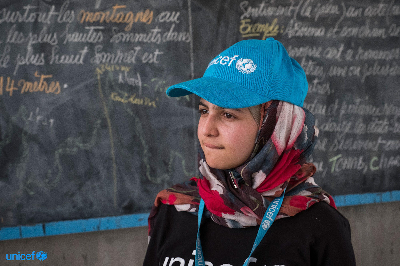 Muzoon Almellehan, la giovanissima rifugiata siriana nominata Goodwill Ambassador dell'UNICEF, durante la sua recente missione in Ciad - ©UNICEF/UN060490/Sokhin