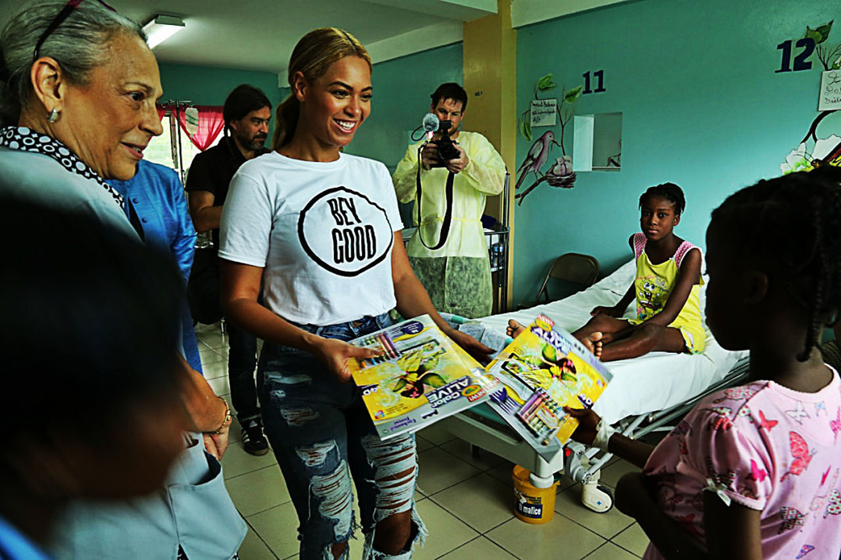 La popstar americana Beyoncé durante una recente iniziativa con la sua fondazione