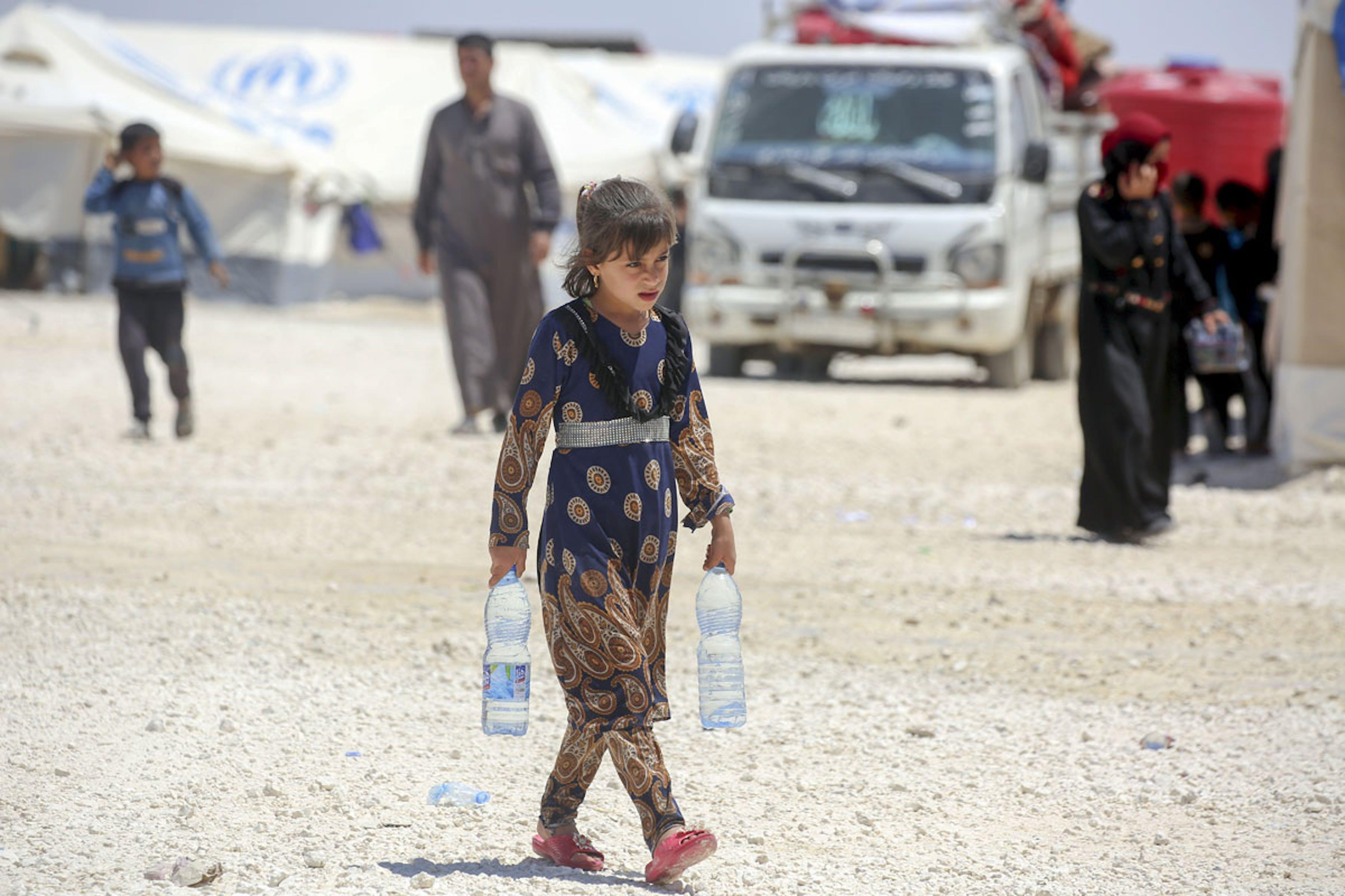 Ain Issa è uno dei campi in cui sono ospitati i 120.000 sfollati che sono riusciti ad abbandonare Raqqa dal novembre 2016 a oggi. L'UNICEF assicura ogni giorno un milione di litri di acqua potabile agli sfollati - ©UNICEF Siria/2017/Delil Souleiman