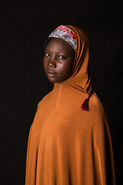 Khadija, 15 anni. La sua famiglia è dovuta fuggire ben 3 volte per salvarsi da Boko Haram in Nigeria, prima di trovare rifugio in Ciad - ©UNICEF/UN028735/Tremeau