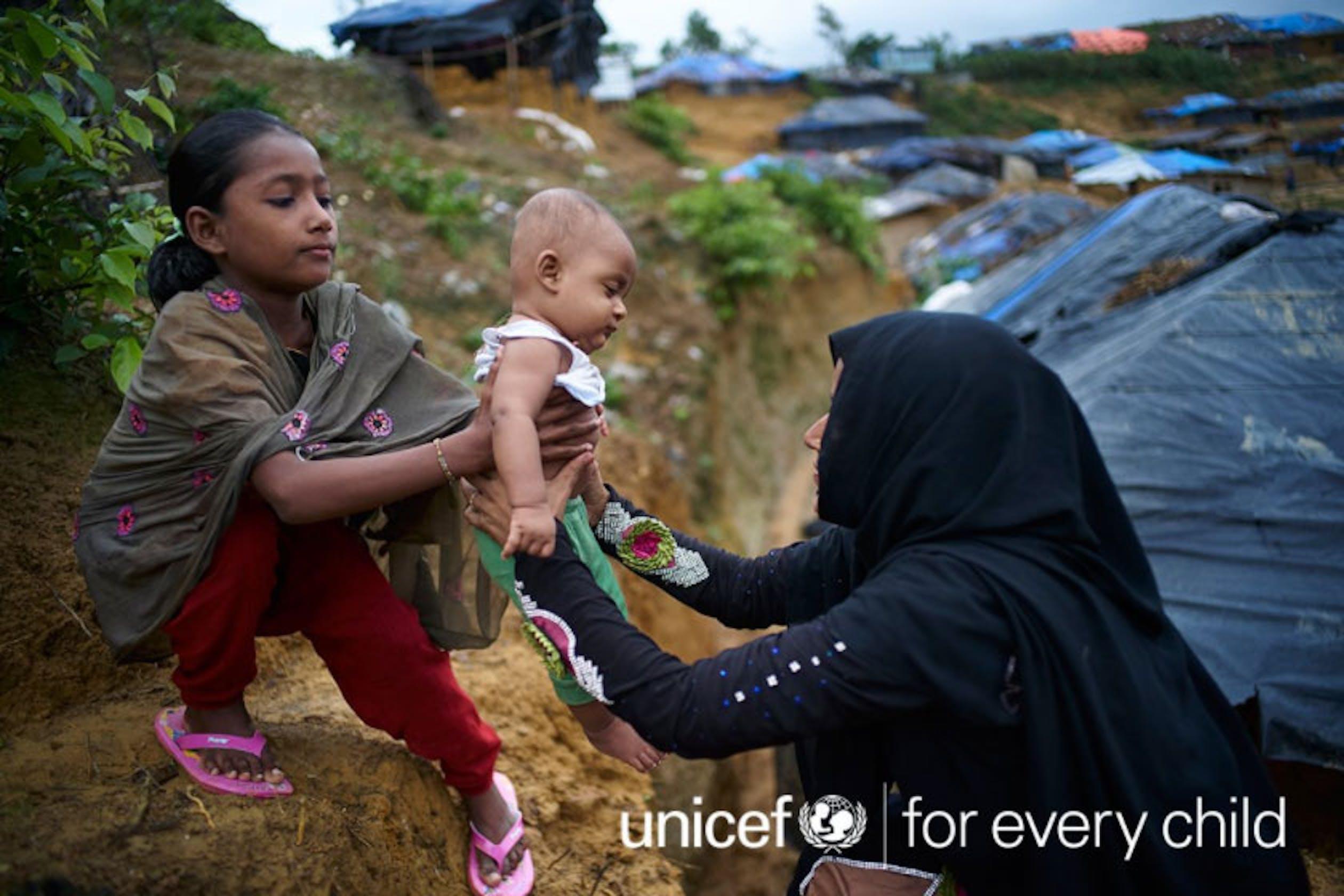 Una famiglia Rohingya rifugiata in Bangladesh dalle persecuzioni nel vicino Myanmar - ©UNICEF Bangladesh/2017