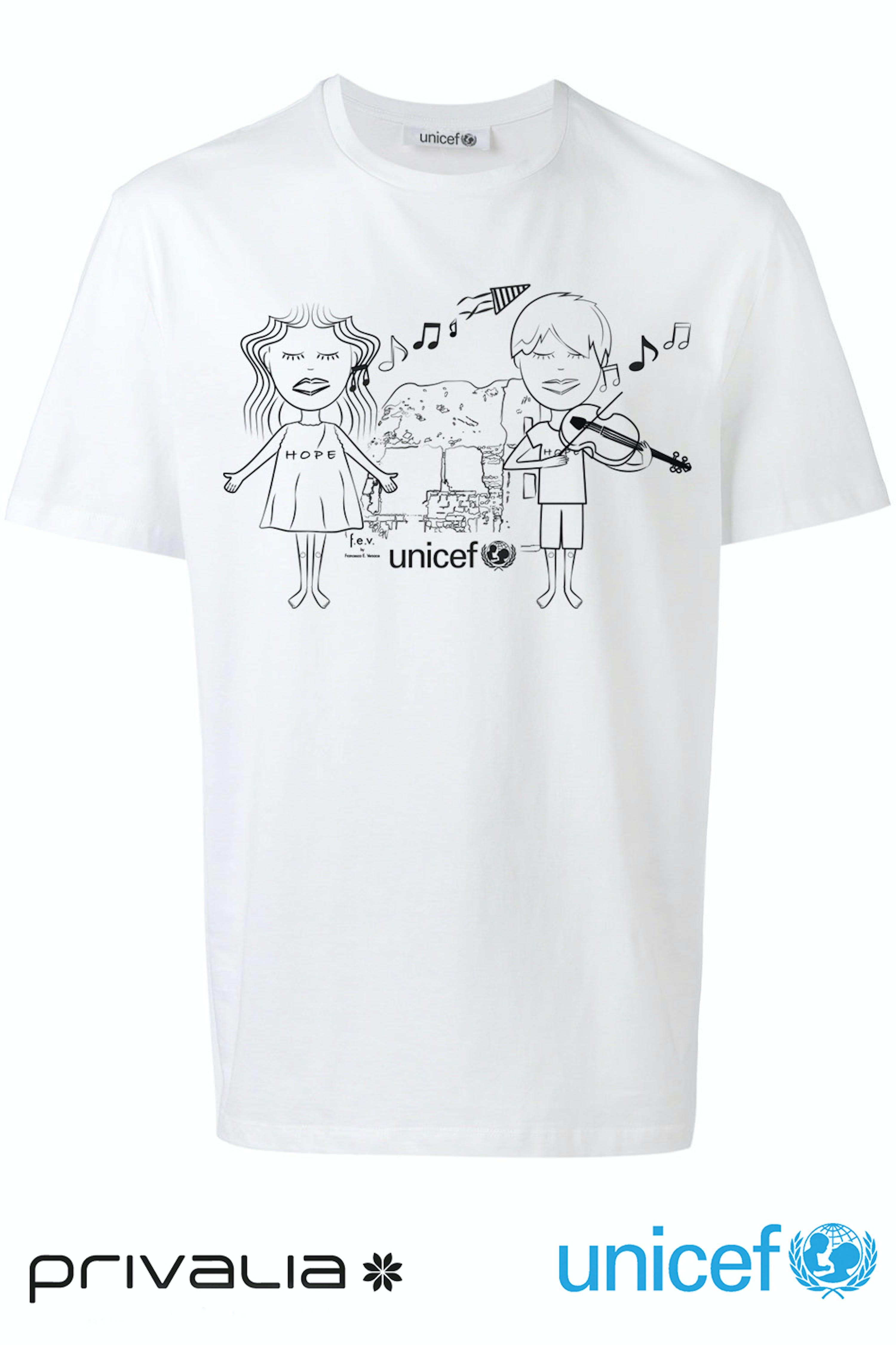 La T-shirt realizzata da Francesca Versace per Privalia: in omaggio a chi dona per l'UNICEF chiamando il 45566 dal 13 al 24 novembre
