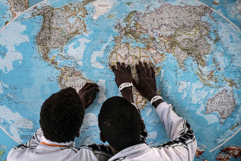 Adolescenti del Gambia in un centro di accoglienza a Pozzallo (Siracusa) - ©UNICEF/UN020011/Gilbertson VII Photo