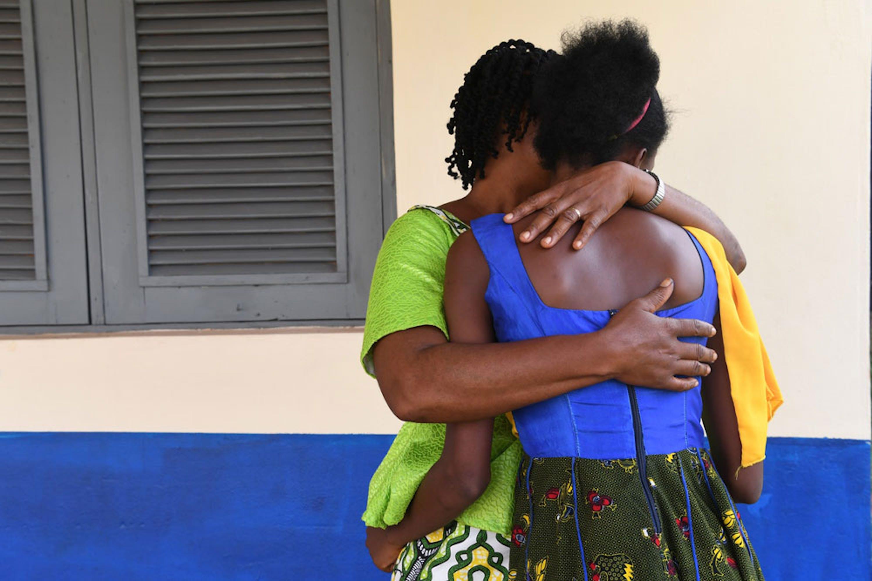 Una ragazza sieropositiva di Daola, villaggio della Costa d'Avorio. Le infezioni da HIV tra gli adolescenti sono in aumento nel mondo: +30% rispetto al 2005 - ©UNICEF/UN061625/DeJongh