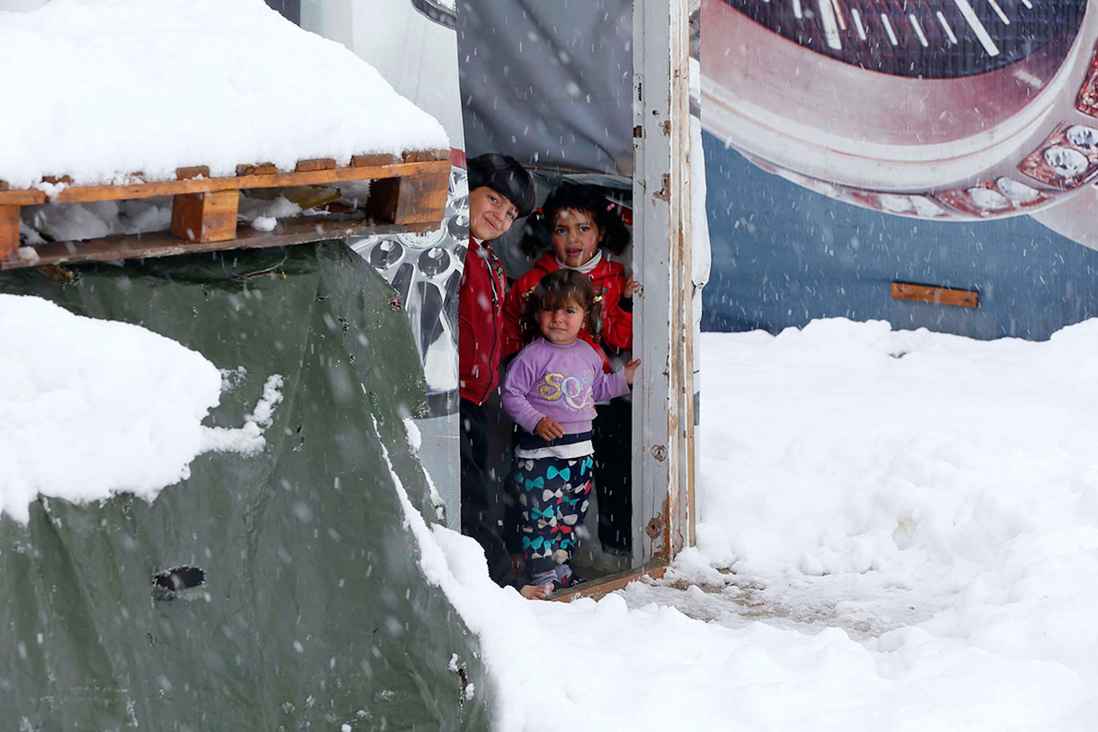D'inverno nevicate e temperature sotto lo zero sono frequenti nelle montagne del Libano. Qui siamo nel campo profughi di Zahle - ©Mohammed Azakir/Reuters