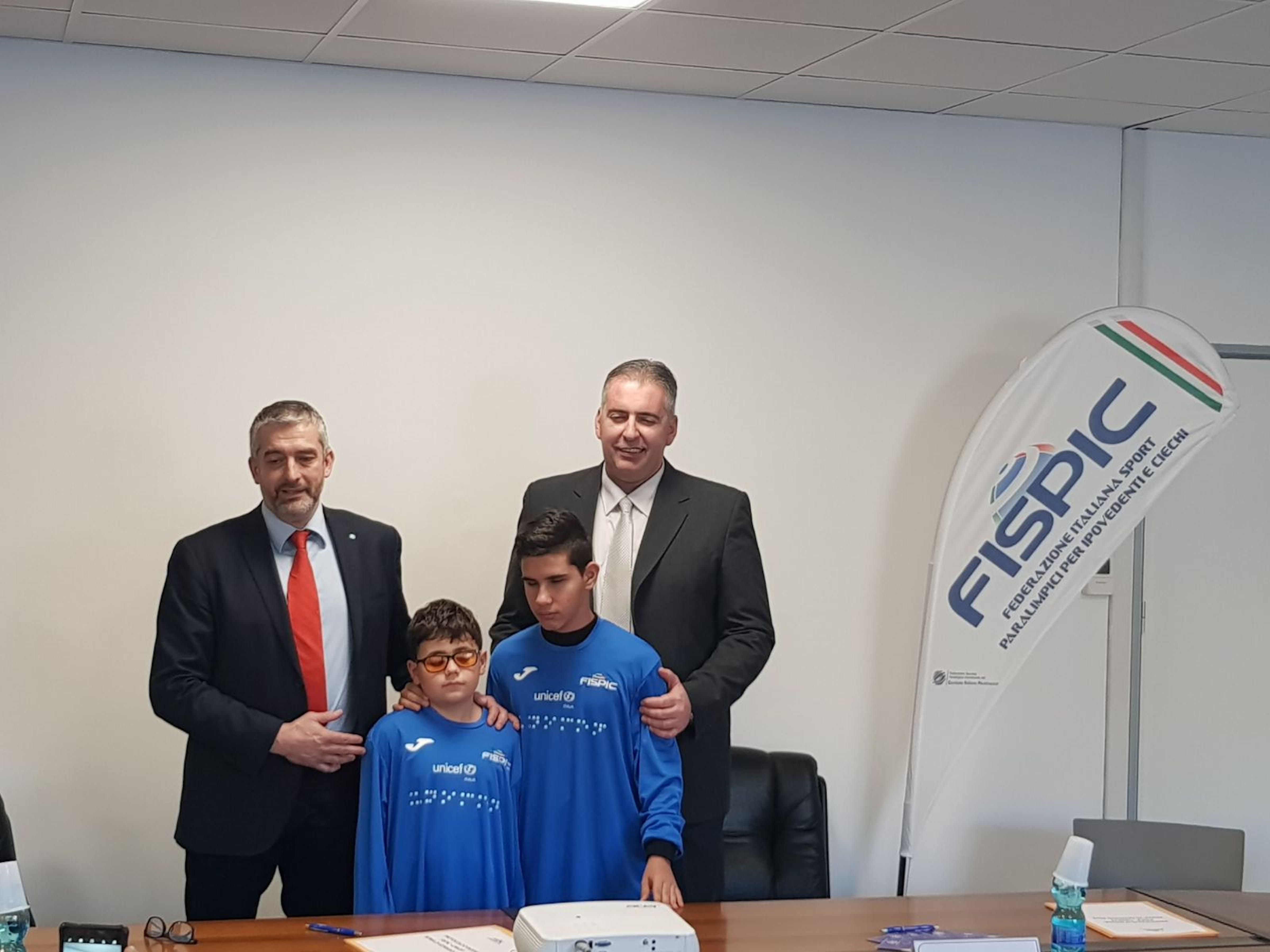 Paolo Rozera (direttore Unicef italia) e Sandro Di Girolamo (Presidente Fispic) con i due testimonial dell'evento William Marzo e Leonardo Lozzi dell'Asd Disabili Roma 2000.