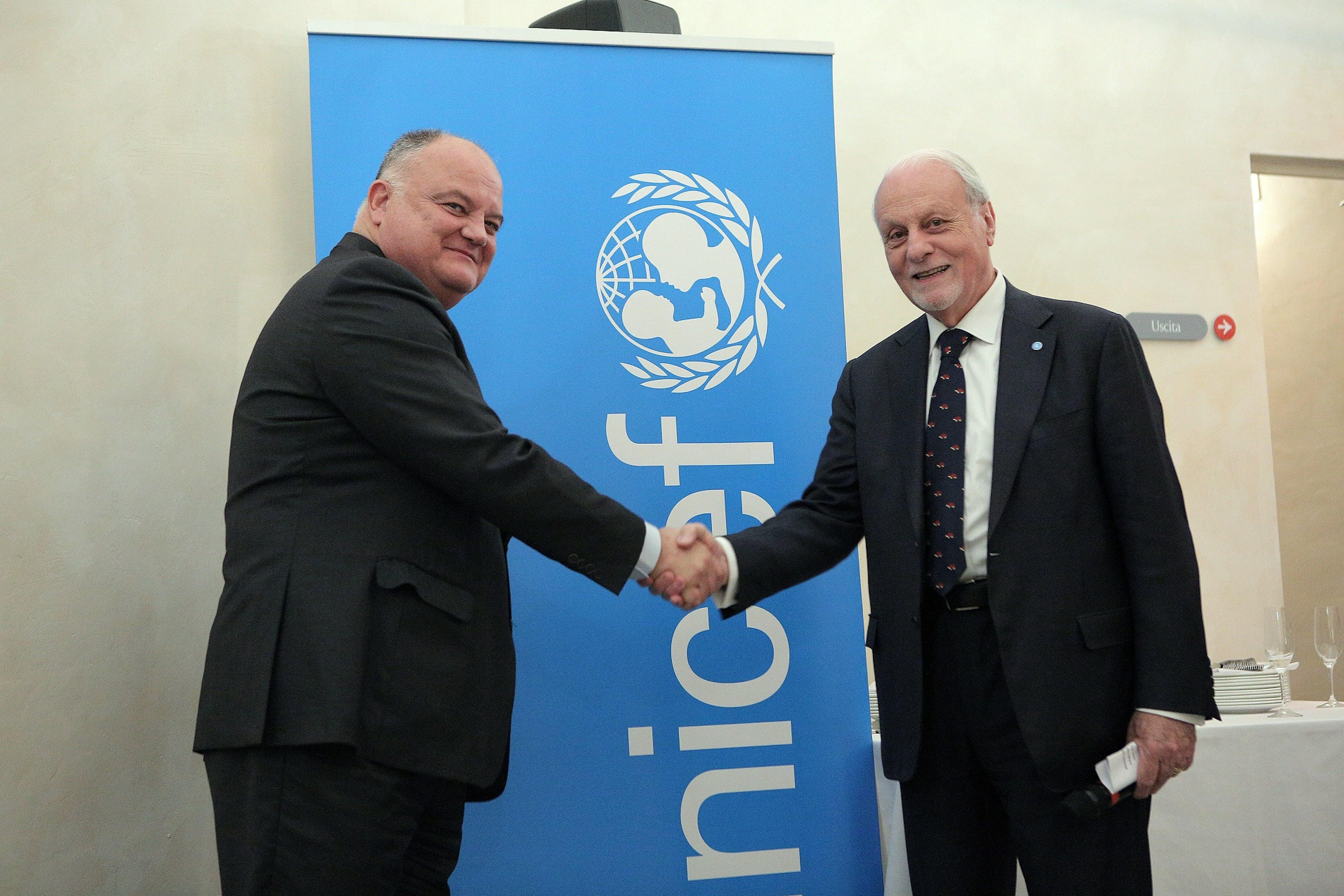 Nella foto Giacomo Guerrera, presidente Unicef Italia, e Sergi Loughney, direttore dell' Abertis