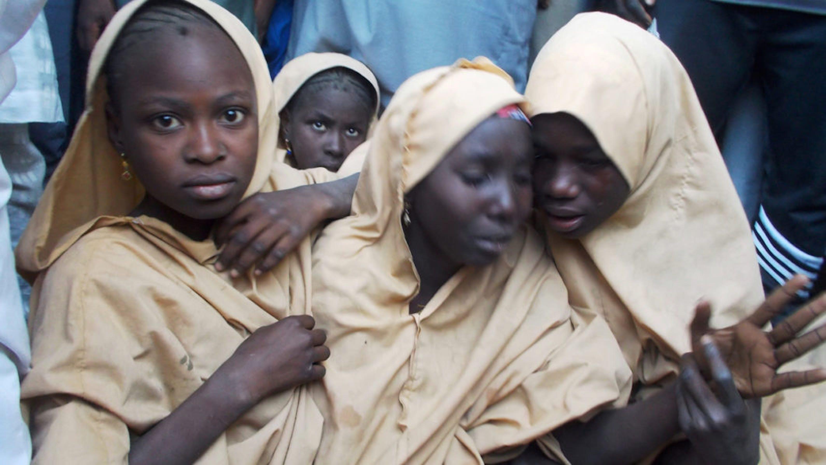 Alcune delle ragazze rapite nella scuola di Dapchi dopo la loro liberazione - ©Reuters/Ola Laure