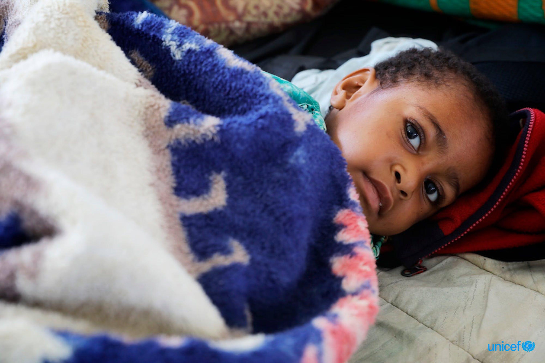Rihanna Sam di 4 anni è di Mendi e soffre di un'infezione al femore dopo averselo rotto durante il terremoto - © UNICEF/UN0184899/Mepham