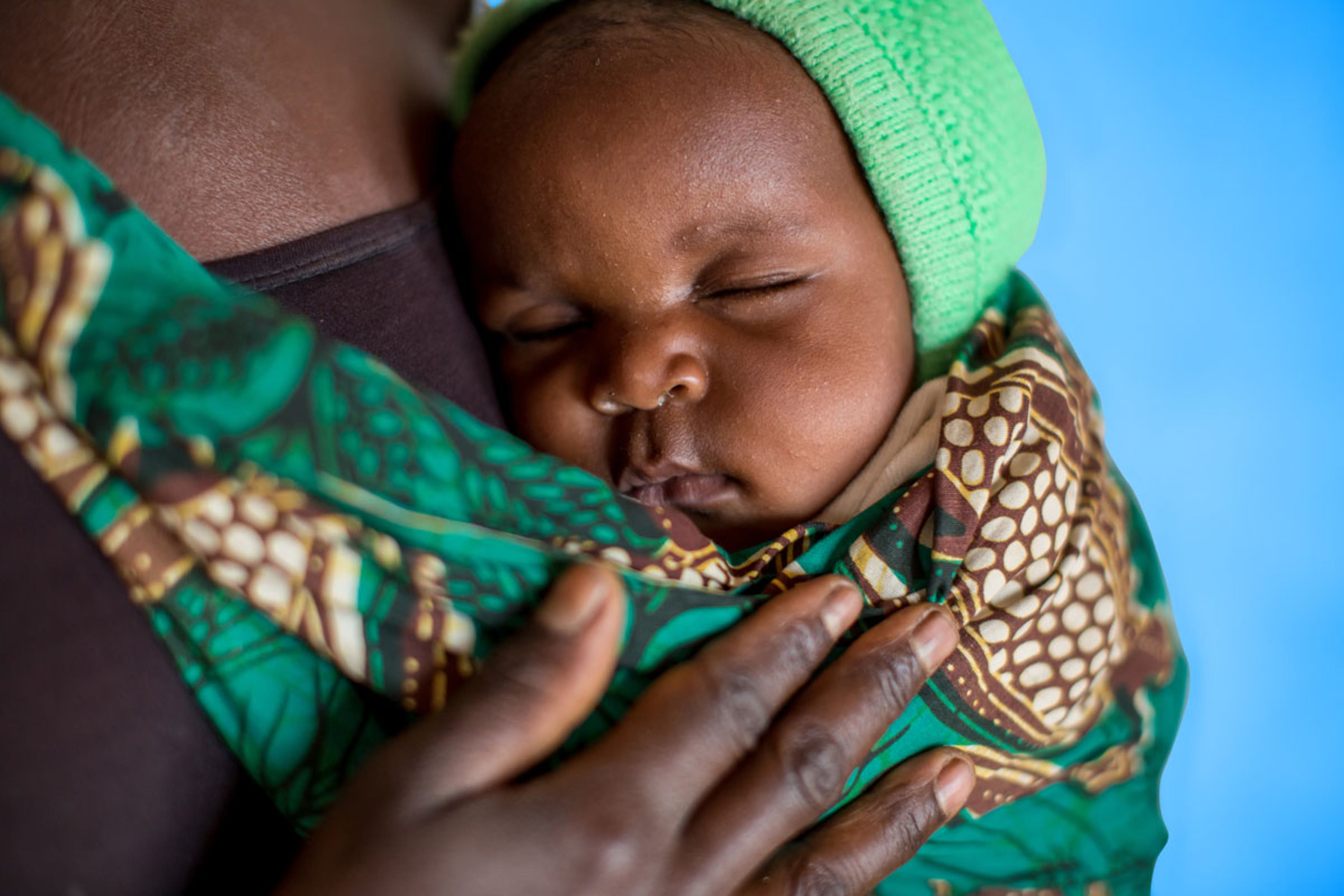 Mamma e bambino al centro sanitario Mfuta nella città di Kasenga (Repubblica Democratica del Congo) - ©UNICEF/UN0136851/Schermbrucker