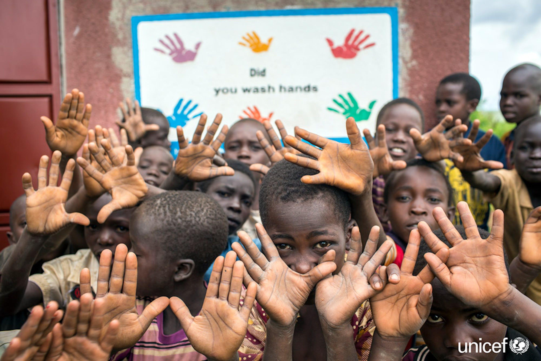 Alunni di una scuola di Kiryandongo (Uganda) - ©UNICEF/UN03212/Ose