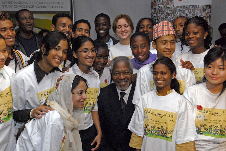 Kofi Annan, l'ex Segretario Generale dell'ONU recentemente scomparso, durante un incontro con i ragazzi nel 2006 - ©UNICEF/UNI45324/Markisz
