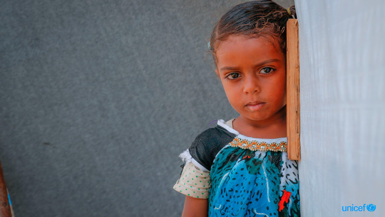 Una bambina sfollata da Taiz a Aden City (Yemen) a causa della guerra in corso - ©UNICEF/UN0188083/Mohammed